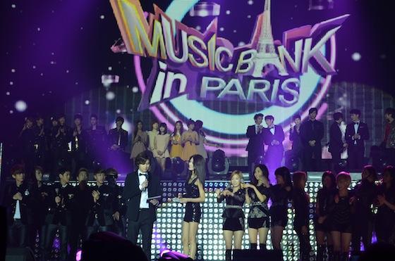 Concert at paris city hall place - 4 3
