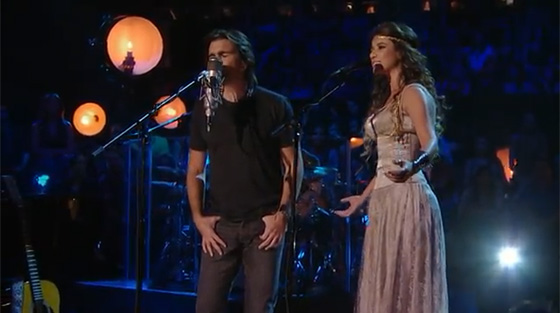 Juanes featuring Paula Fernandes – Hoy Me Voy (MTV Unplugged